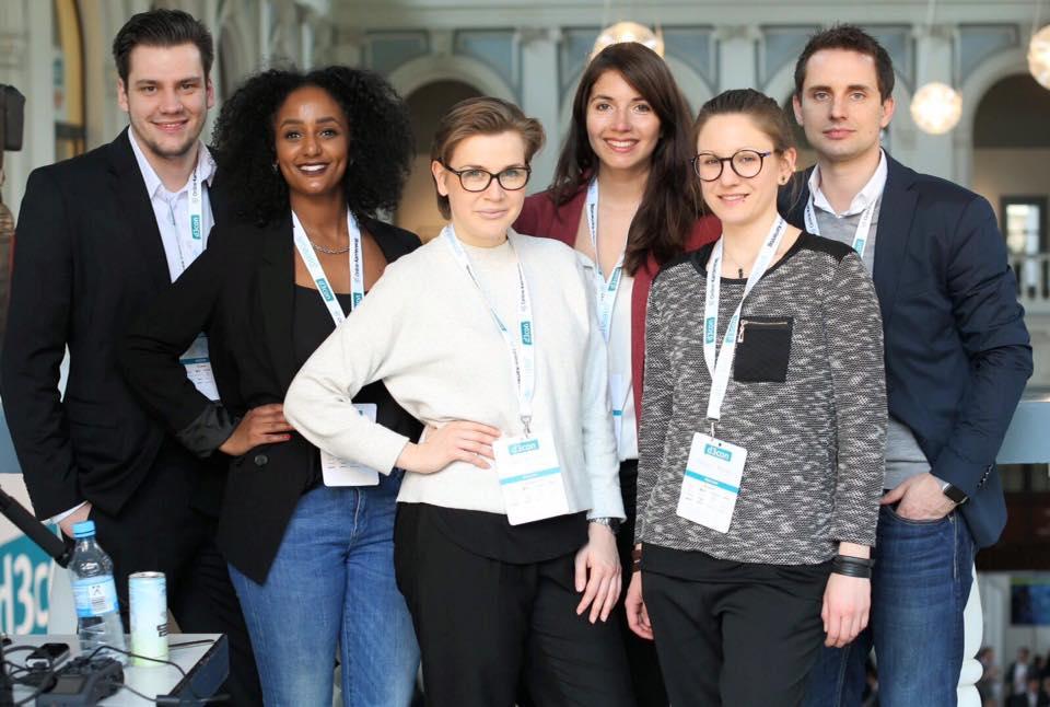 Auf dem Bild befindet sich das Team der InternetInnovators, hier auf der d3con in Hamburg März 2016