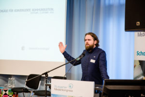 Benjamin Minack mit Tipps für eine konvergente Kommunikation auf dem Stuttgarter Medienkongress 2016.