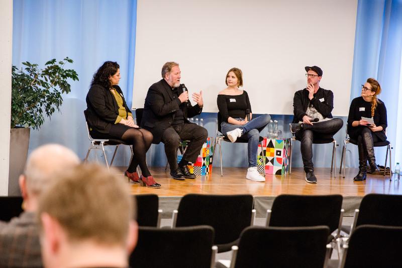 """Diskussionsrunde im """"Resonanzraum"""" auf dem Stuttgarter Medienkongress 2016."""