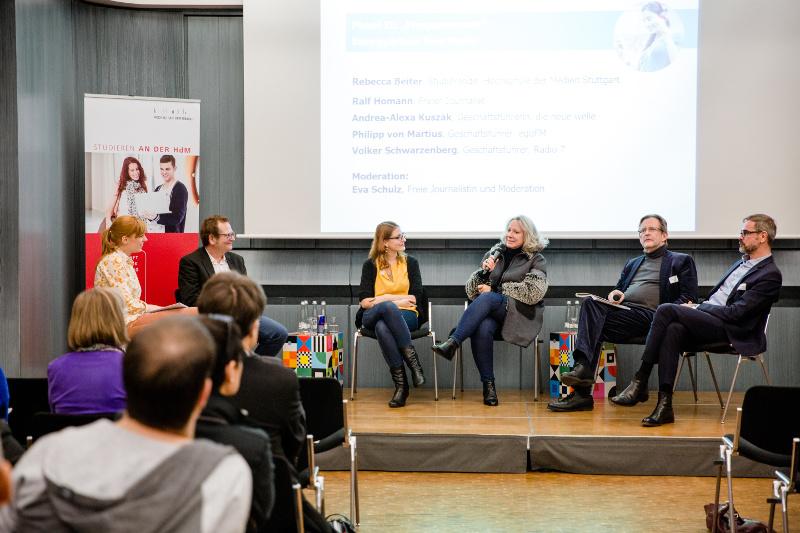"""Podiumsdiskussion zum Thema Radio im """"Frequenzraum"""" auf dem Stuttgarter Medienkongress 2016."""